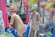 Cứu thêm gần 200 người từ những bình oxy miễn phí do chùa Giác Ngộ hỗ trợ